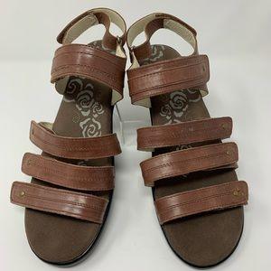 Propet Size 11 X (2E) Brown Leather Walking Sandal